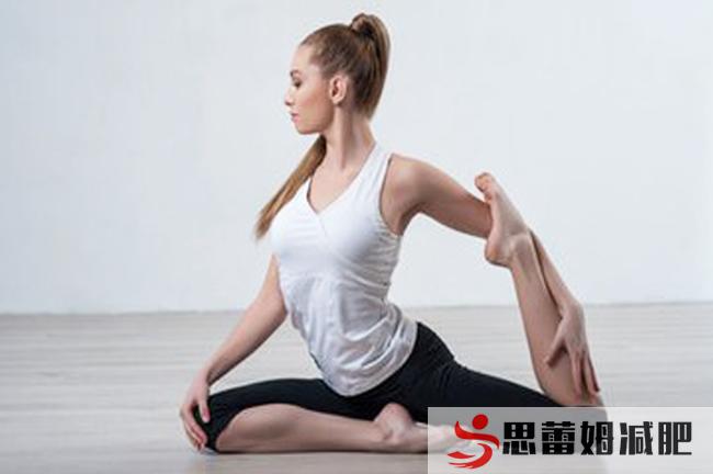 练习瑜伽.jpg